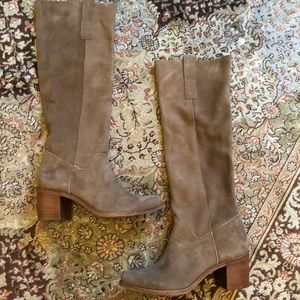 Steve Madden Suede Boots - size 8